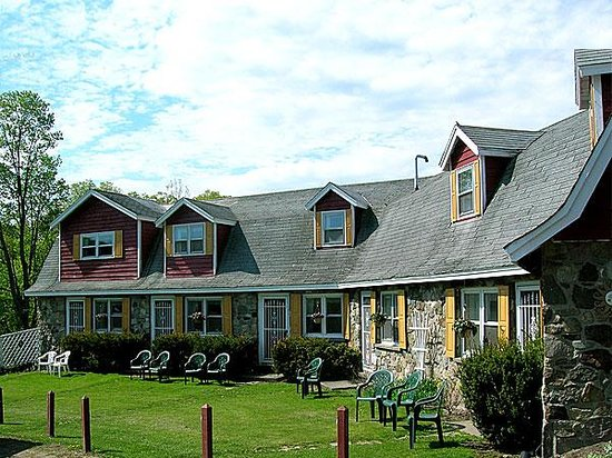 ‪Fieldstone Farm‬