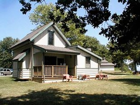 Carlyle Lakefront Cottages