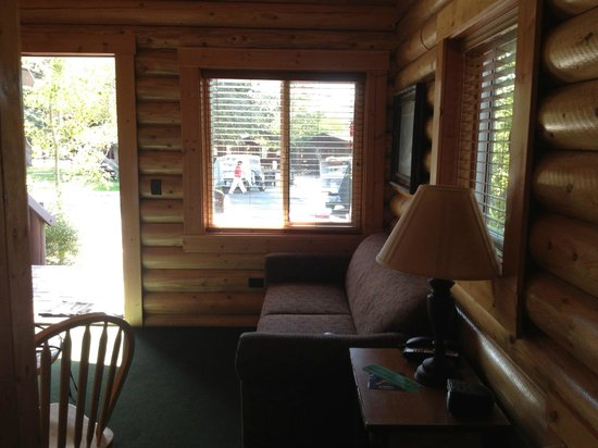 Elk Country Inn:                   living area