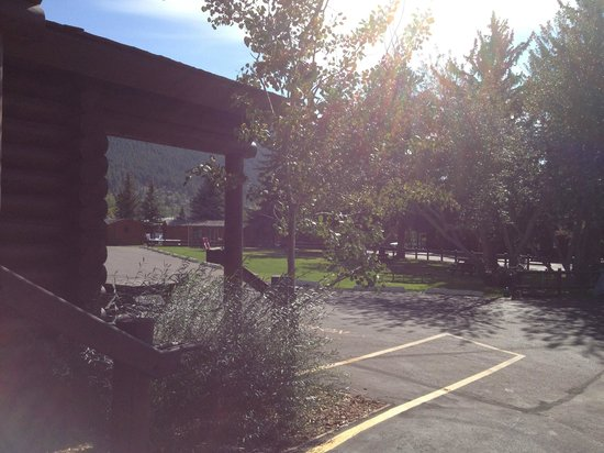 Elk Country Inn:                   central lawn area