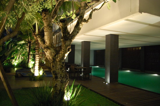 Mitra Hotel: pool side