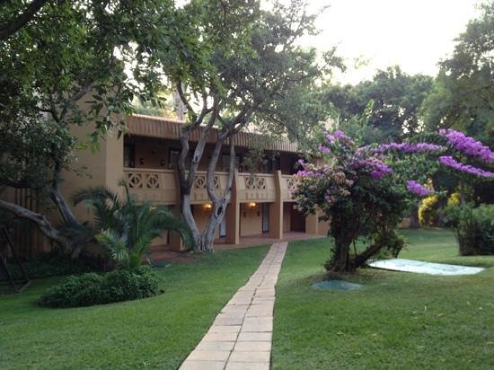 Cabanas, Sun City:                   Path to rooms!