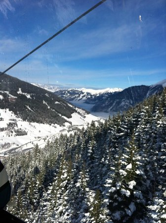 Hoteldorf Gruner Baum:                   View from Gondola on way to Stubnerkogel