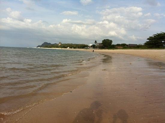 Langkawi District, Malezja:                   Tanjung Rhu beach, just across the road from the Isa Motel