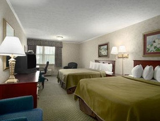 Howard Johnson Inn Lexington: Standard Two Queen Bed Room