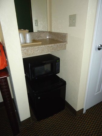 Motel 6 Harrisburg/Hershey:                   Motel 6 Harrisburg, microwave and fridge, Feb 2013