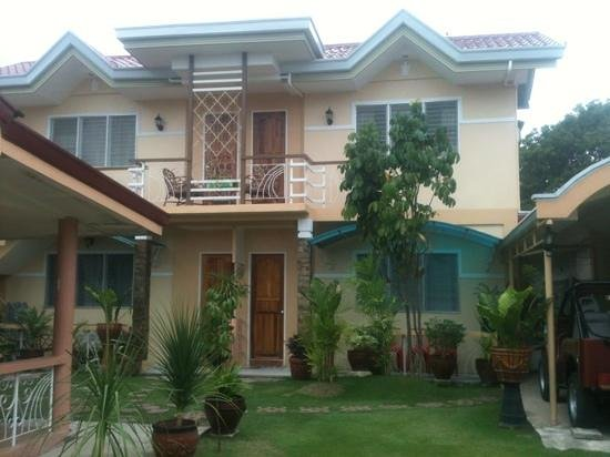 Malonzo Pension House:                   Malonzo Best Place in Oslob