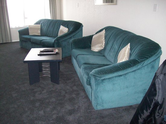 Palmerston North, Nowa Zelandia:                                                       longe sofa and chair, comfortable but date