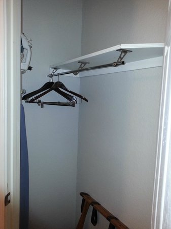 La Quinta Inn & Suites Ft. Lauderdale Plantation:                   Closet