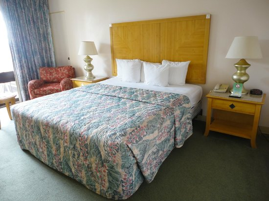 Uncle Billy's Kona Bay Hotel:                   A double room