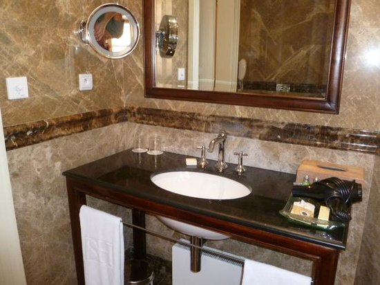 Savic Hotel:                   Bathroom
