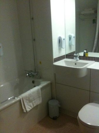 Premier Inn Exeter Central St Davids:                   Nice, clean &amp; bright bathroom
