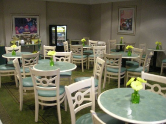 Quality Inn Kingsport:                   Dining area