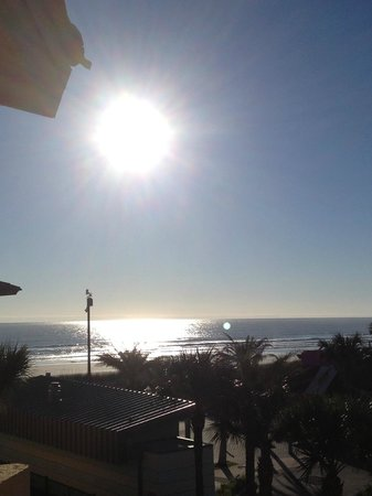 BEST WESTERN Oceanfront:                   Sunrise from ocean view