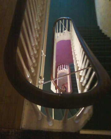 Thayers Inn :                   Staircase that H. Ford tried to purchase