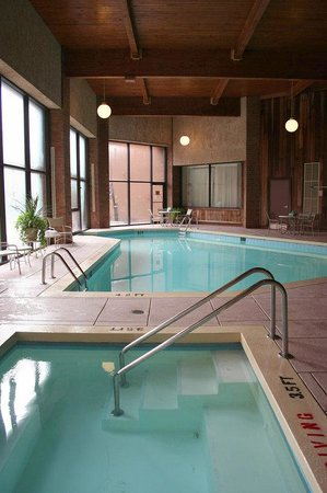 Crowne Plaza Columbus North: Indoor Pool and Hot Tub