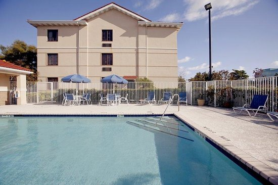 Extended Stay America - Daytona Beach - International Speedway : Swimming Pool