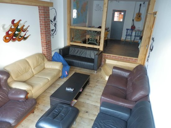 Ocean Backpackers: communal lounge