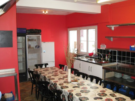 Ocean Backpackers: Large self catering kitchen