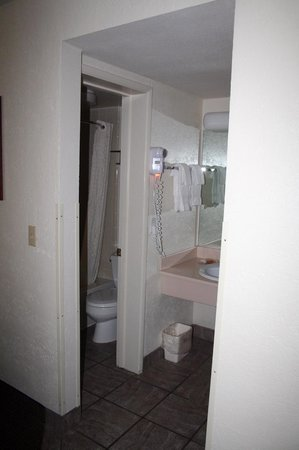 BEST WESTERN Pony Soldier Inn & Suites :                   Room 110 bathroom 1