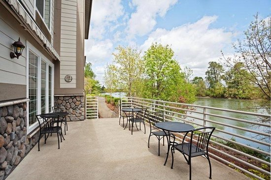 Holiday Inn Express Corvallis: Guest Patio
