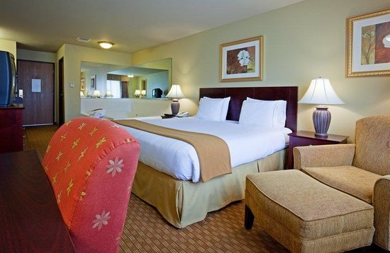 Holiday Inn Express Wisconsin Dells: A Jacuzzi Suite is the perfect choice for a romantic getaway!