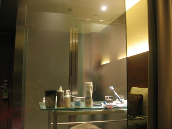 Rafaelhoteles Badalona:                                     bathroom in room