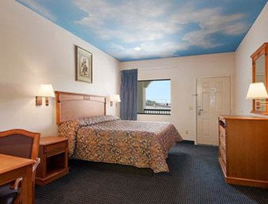 Super 8 Deer Park: Standard King Bed Room