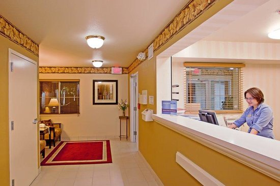 Candlewood Suites Orange County, Irvine Spectrum: Front Desk