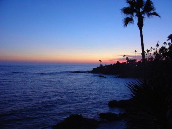 Candlewood Suites Orange County, Irvine Spectrum: Laguna Beach at Dusk