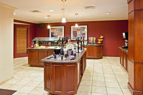 Staybridge Suites Louisville East: Breakfast Bar