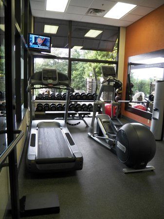 Hampton Inn Tunnel Road :                   Fitness Center