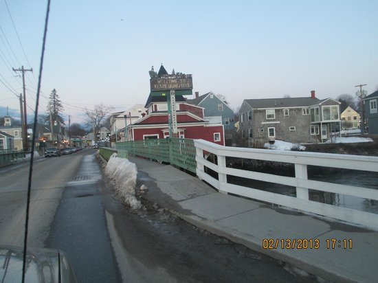 Maine Stay Inn and Cottages:                   Entering Kennebunkport