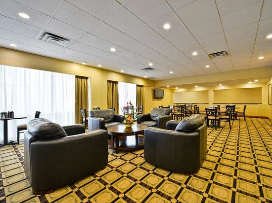 La Quinta Inn &amp; Suites Indianapolis South: Main Lobby