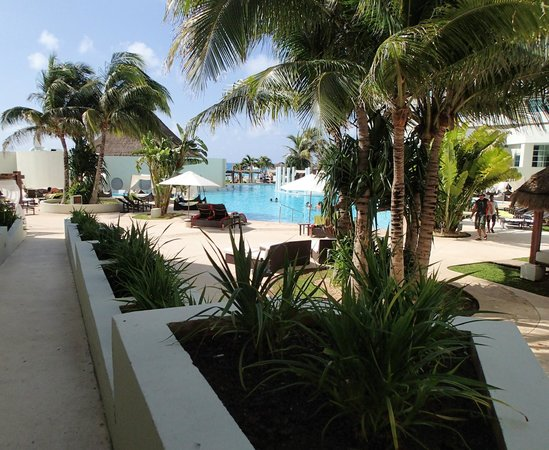 ME Cancun:                   Hotel Grounds