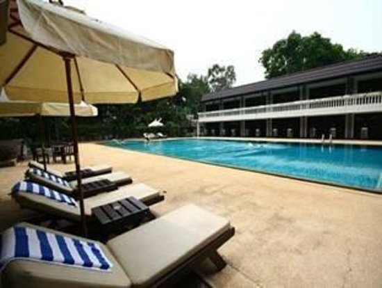 Royal Orchid Resort: Swimming Pool