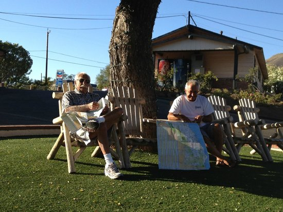 Peach Tree Inn:                   Grassy center with chairs to relax & enjoy the view