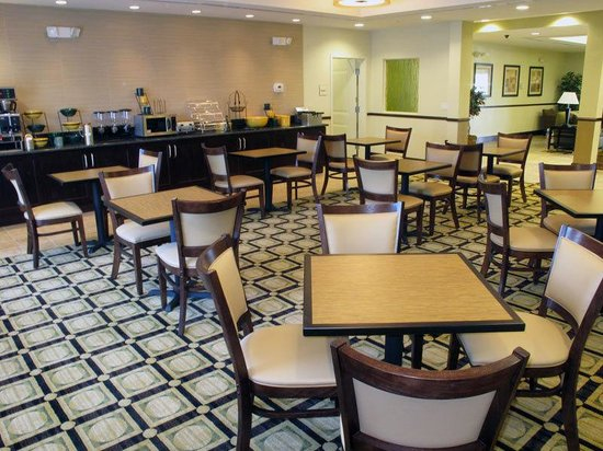 La Quinta Inn & Suites Chambersburg: Breakfast Area