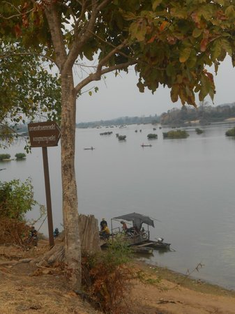 Don Kho, Laos:                   Vue devant l&#39;htel