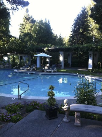 Candlelight Inn:                   Swimming pool