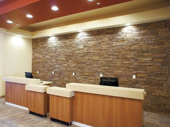 Quality Inn at Zion Park: Front Desk