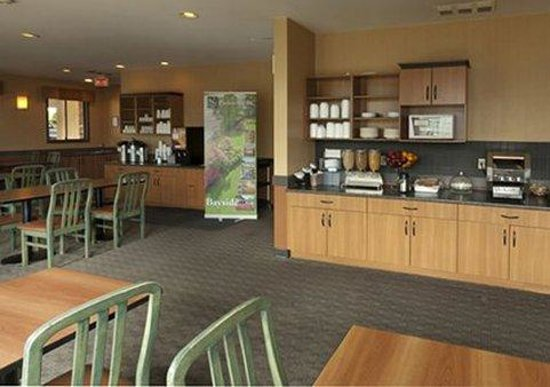 Comfort Inn & Suites: Continental breakfast