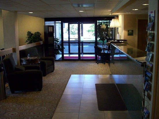 Bend Inn Suites: Lobby view