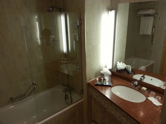 Radisson Blu Hotel &amp; Spa, Sligo: Bathroom