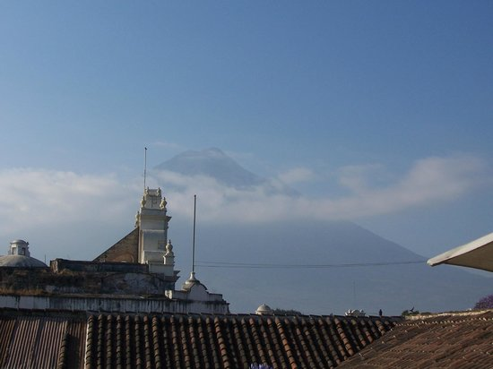 D'Leyenda Hotel:                   View of Agua Volcano while having breakfast