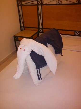 Falcon Hills Hotel:                                     Towel Art also using 2 pillows and a pair of shorts!