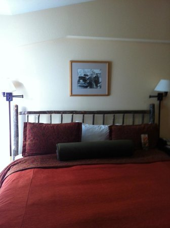 Stonebridge Inn: King bed in room #722