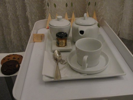 Ritz-Carlton Grand Cayman:                   Tea service in spa