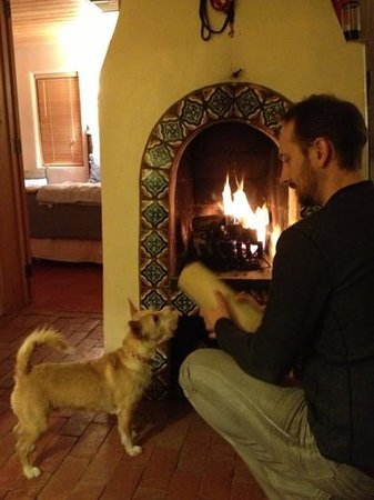 La Posada de Taos B&B:                   Story and Jesse starting a fire