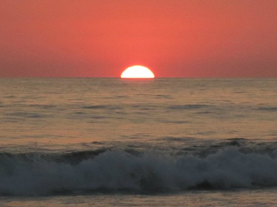 Hermosa Surf Vacations:                   what sunset is like just a 2 min walk form the bungalows in front of the bunga
